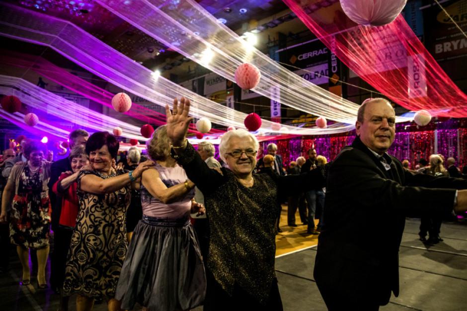 Radom: Seniorzy bawili się na miejskim balu