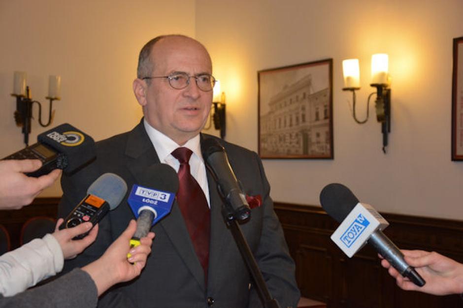 Wojewoda Grzegorz Rau dwa razy wydawał staroście polecenie uprzątnięcia ternu składowiska (fot. www.lodz.uw.gov.pl).
