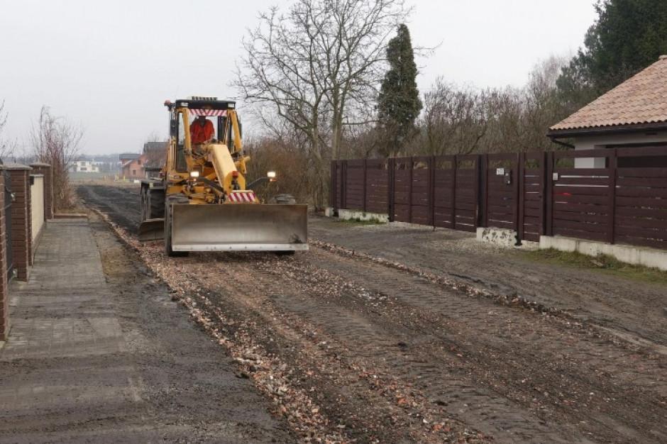 Miliony na budowę nowych dróg w Poznaniu i dodatek na utrzymanie  dróg gruntowych