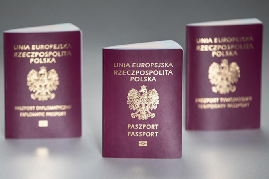 """Nowy paszport: Hasło """"Bóg, Honor, Ojczyzna"""" narusza wolność sumienia i wyznania?"""