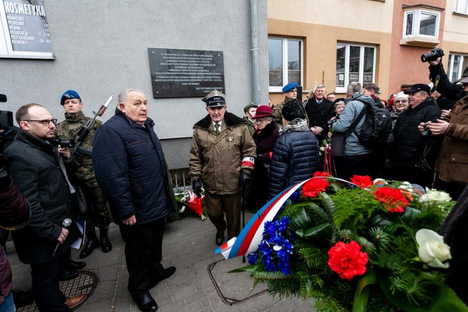 Bydgoszcz: Na dawnym budynku UB odsłonięto Tablicę pamięci Żołnierzy Wyklęty