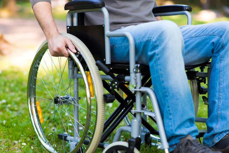 Prezydent Warszawy tnie pomoc dla niepełnosprawnych