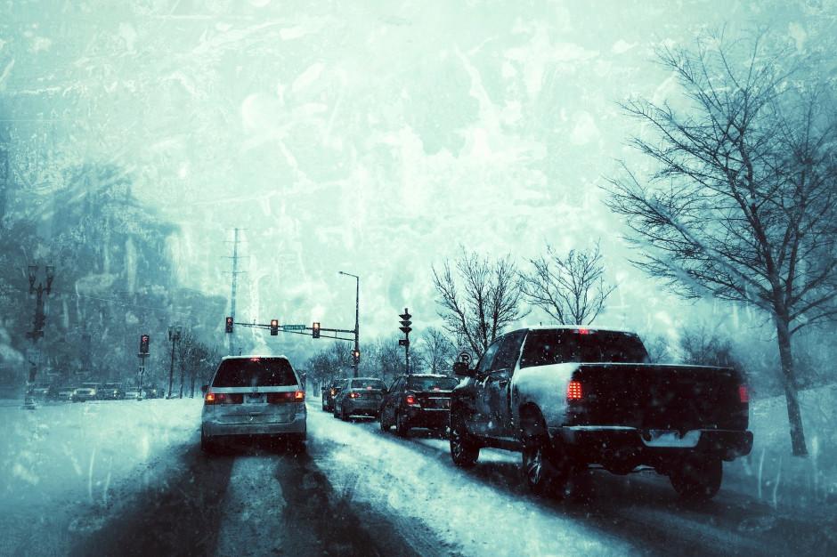GDDKiA: Śnieg i mżawka powodują utrudnienia na drogach