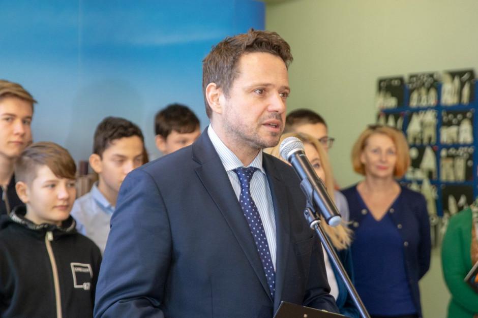 Rafał Trzaskowski: Tyle samo pieniędzy na opiekę nad seniorami co wcześniej