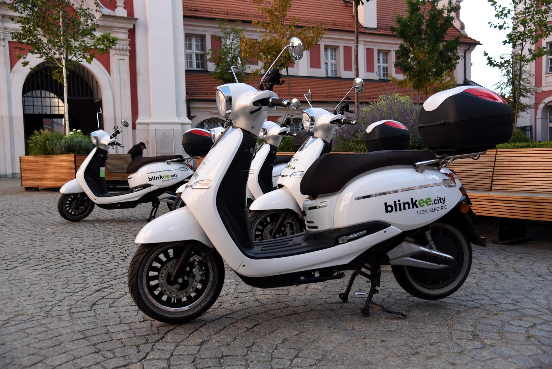 Scooter-sharing to ekologiczne rozwiązanie, dzięki któremu mieszkańcy mogą sprawnie i bez problemów z parkowaniem przemieszczać się po mieście (fot.poznan.pl)