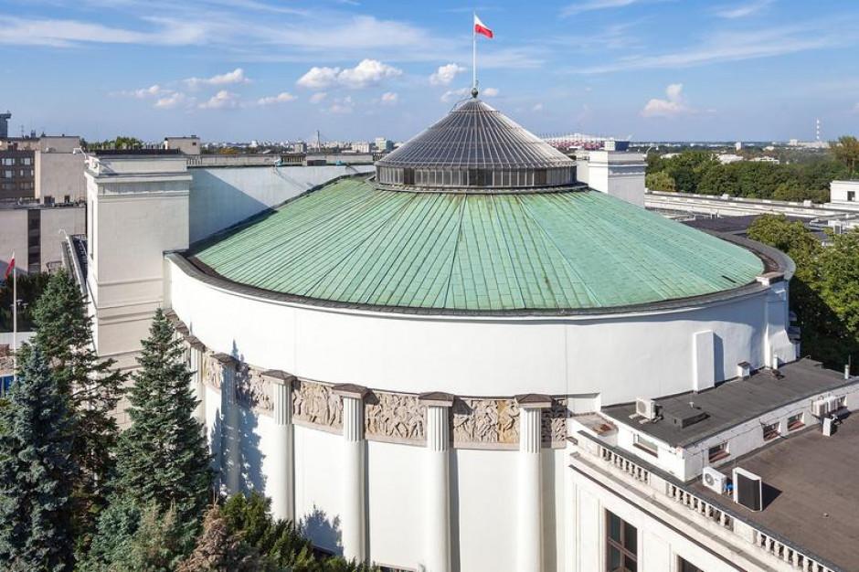 Mężczyzna grożący prezydentom miast planował zamach na Sejm
