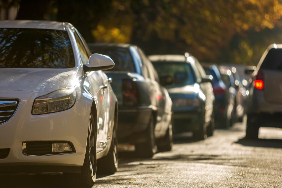 Radny Łukasz Wantuch chce, by rajcy Krakowa płacili za parkowanie przed ratuszem