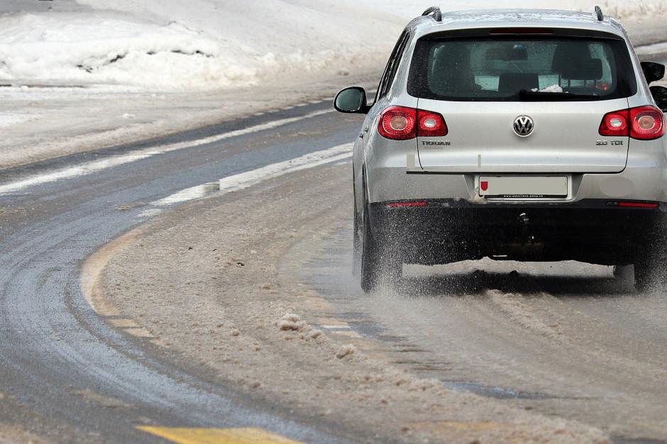GDDKiA: Utrudnienia na drogach przez opady śniegu