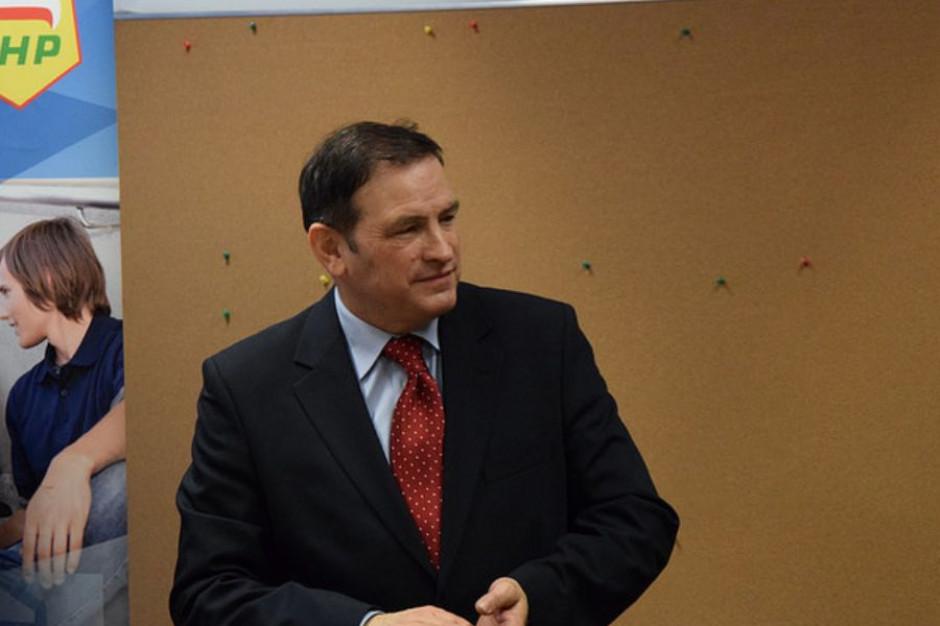 Nauczyciele mogą znaleźć lepiej płatną pracę – podpowiada Dariusz Rudnik, radny - nauczyciel