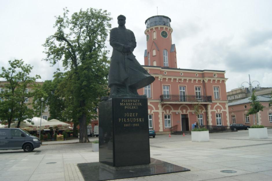 """19 marca częstochowscy uczniowie przyczepią sobie...""""marszałkowskie wąsy"""". Akcję wspiera samorząd miasta"""