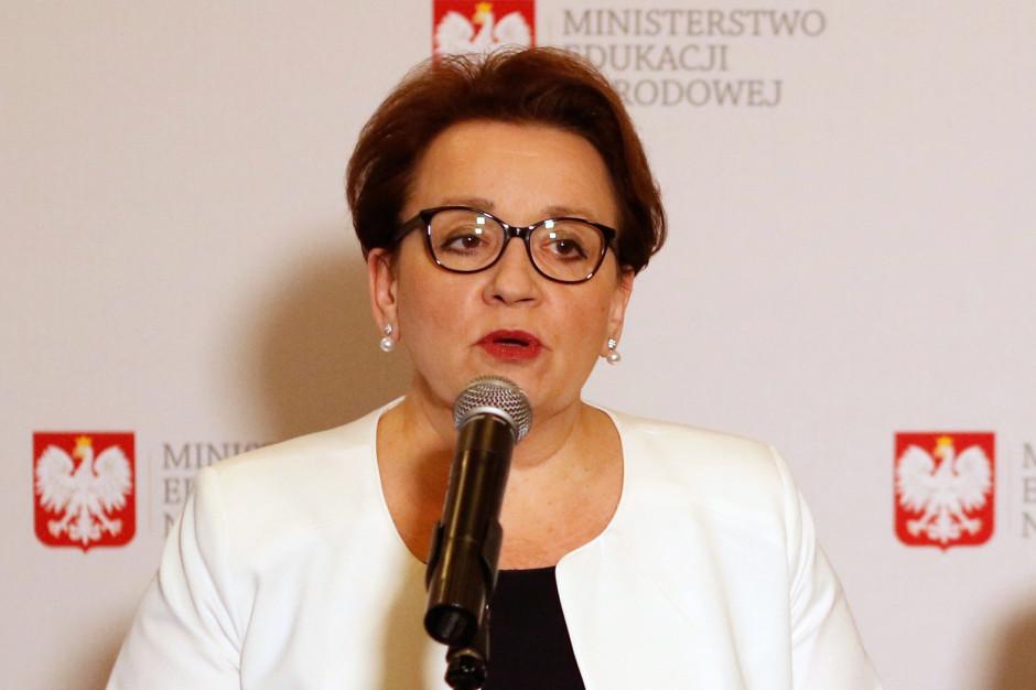 Minister Zalewska: Karta LGBT niezgodna z ustawą o samorządzie i prawem oświatowym