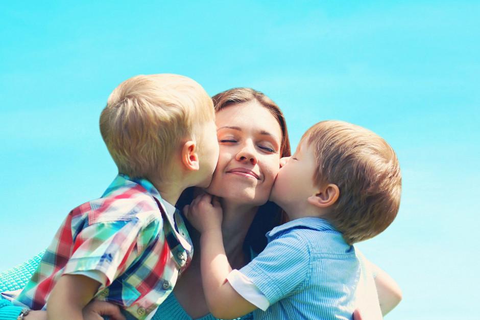 Mama 4 Plus, sondaż: Polacy popierają emerytury dla matek