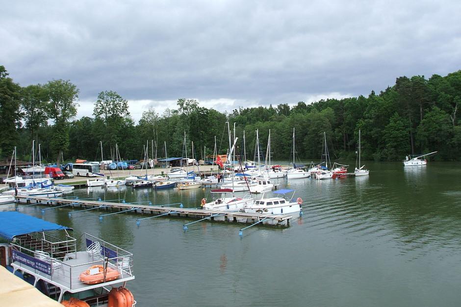 Pierwszy w tym sezonie rejs statku pasażerskiego po mazurskich jeziorach