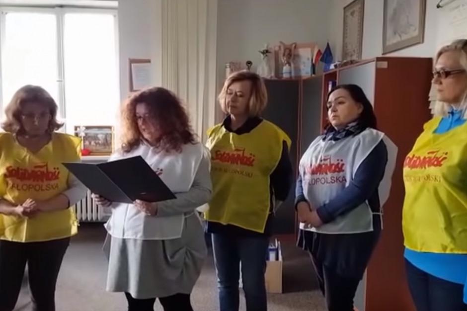 """Kraków: Nauczyciele """"S"""" dziewiąty dzień protestują, w czwartek posiedzenie krajowe"""