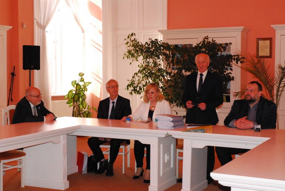 Umowa na wykonanie rozbudowy i adaptacji budynki archiwum została podpisana 8 marca (fot. suwalki.ap.gov.pl)
