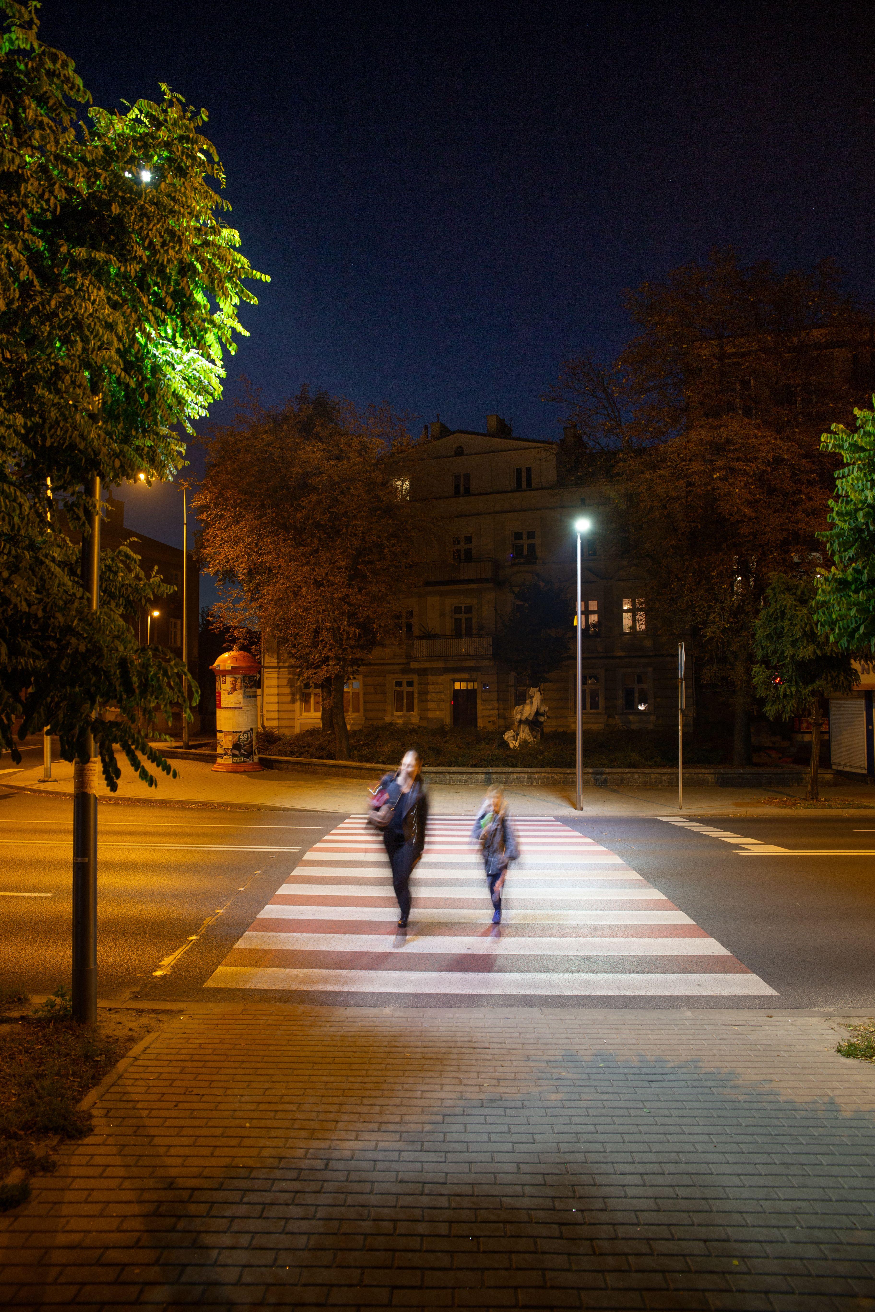 Jedno ze zmodernizowanych przejść dla pieszych w Kaliszu (fot. Signify)