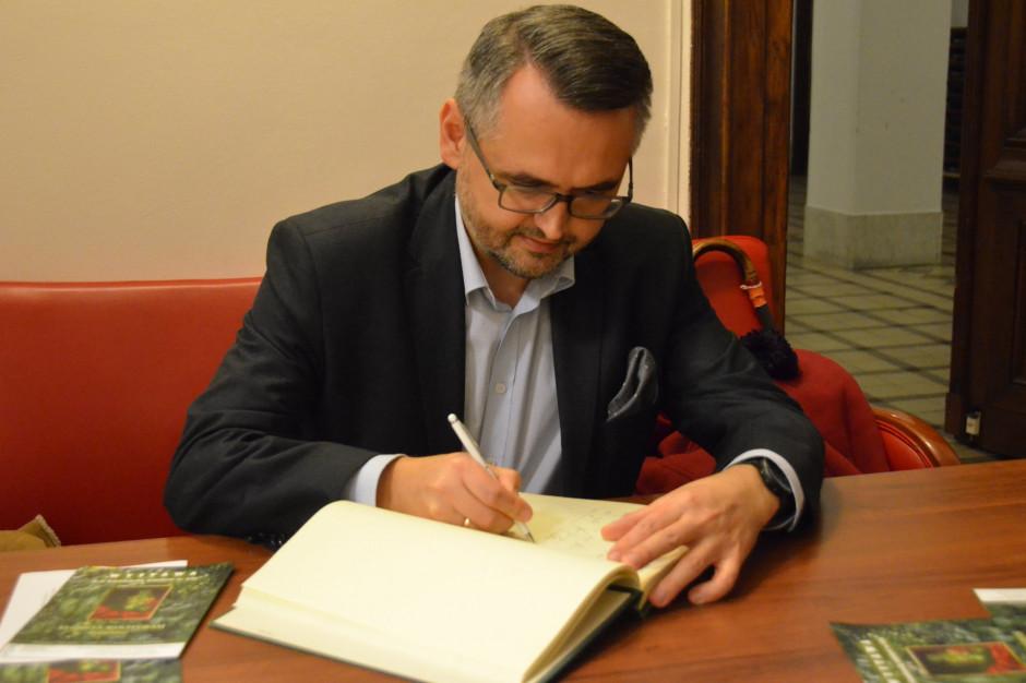 Warszawa: Burmistrz Śródmieścia podał się do dymisji. Ciążą nad nim zarzuty