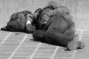 RPO: Samorządy i rząd nie radzą sobie z bezdomnymi