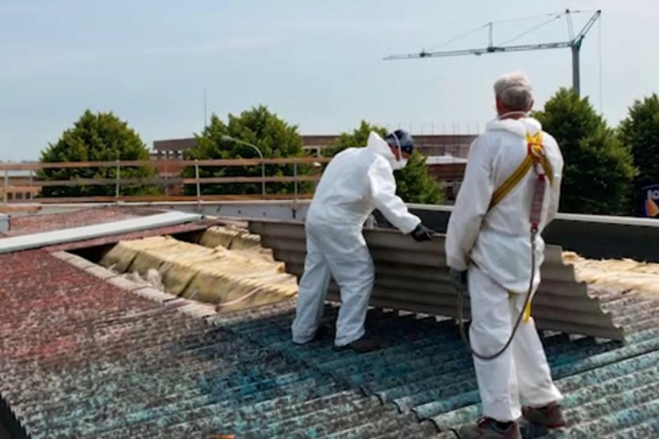 Azbest wciąż wszechobecny na wsiach. Wójtowie: tylko 100-proc. dotacje szansą na pozbycie się