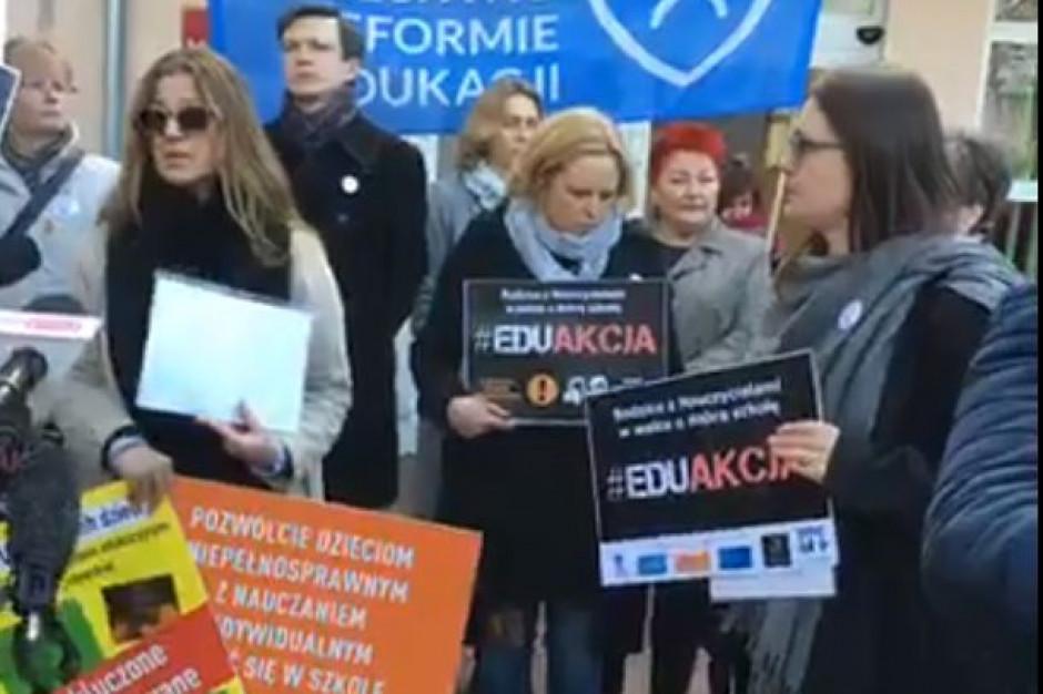 Rodzice z ruchów przeciwnych reformie edukacji poparli nauczycieli
