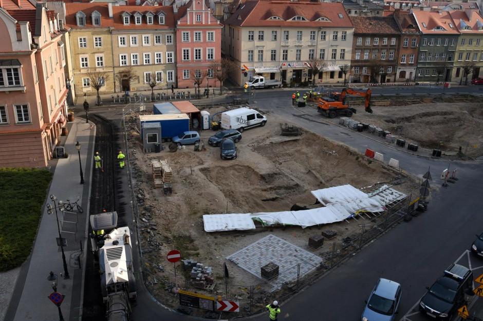 Rozpoczęła się przebudowa placu Kolegiackiego w Poznaniu