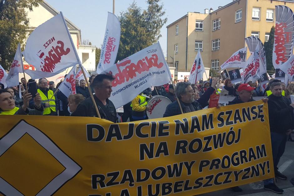 """Manifestacje NSZZ """"Solidarności"""" przed urzędami wojewódzkimi"""