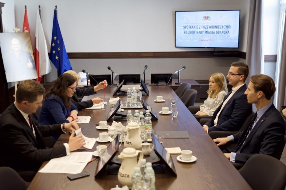 W Gdańsku spotkanie władz miasta z przewodniczącymi klubów radnych