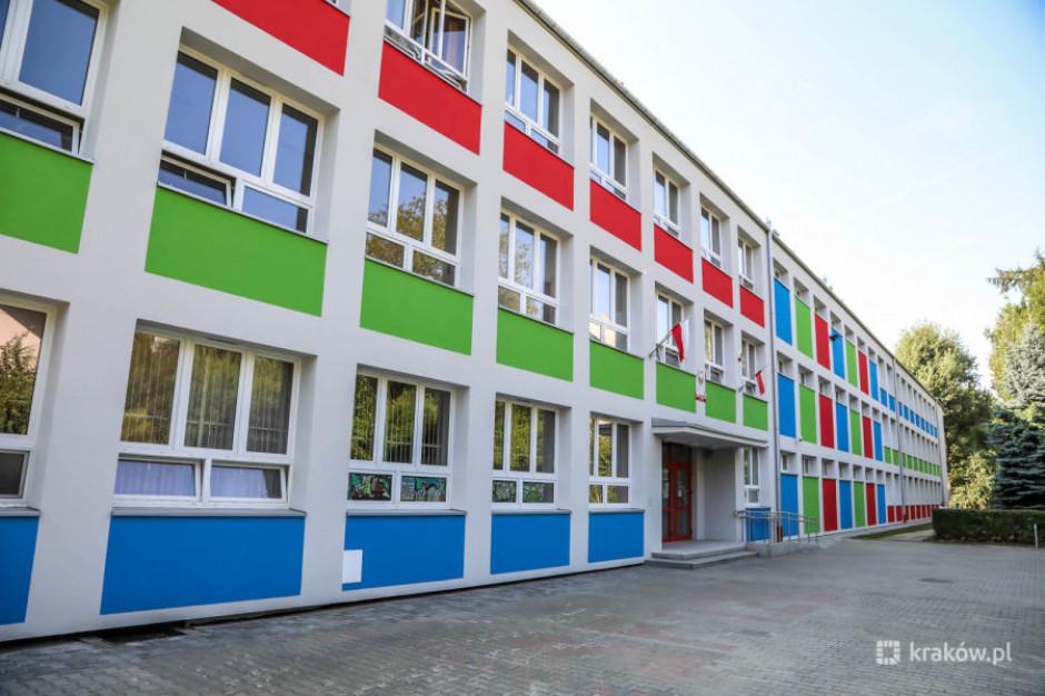 Kraków: Nauczyciele rozpoczęli strajk, pierwszy dzwonek bez uczniów