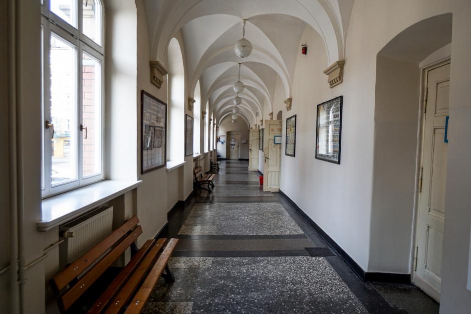 Kraków: Pięcioro nauczycieli nie strajkuje w jednej z podstawówek