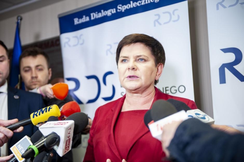 """Beata Szydło: będziemy czekać na związki oświatowe o godz. 15 w """"Dialogu"""""""