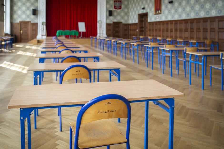 Kielce. Pełna obsada nauczycieli w pierwszym dniu egzaminów gimnazjalnych