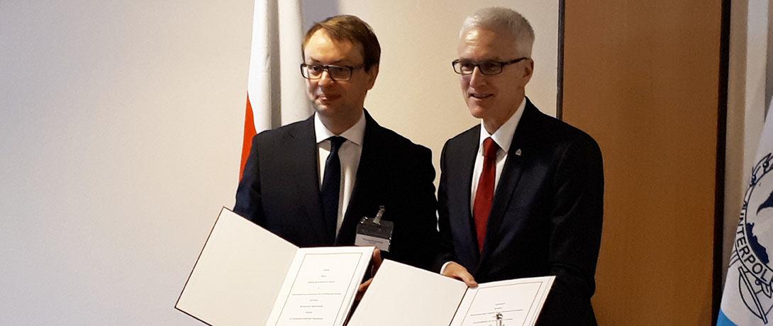 Wiceszef MSWiA Krzysztof Kozłowski i sekretarz generalny Interpolu Jürgen Stock (fot. mswia.gov.pl)