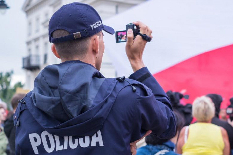 Wolność zgromadzeń zagrożona? Szef policji odpowiada na raport Rzecznika Praw Obywatelskich