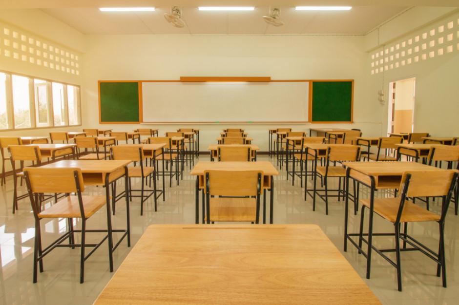 W Krakowie w czwartek zawieszenie zajęć w 128 placówkach edukacyjnych