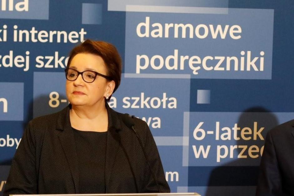Anna Zalewska: Szef ZNP w co drugim słowie mówi, że coś jest nie tak
