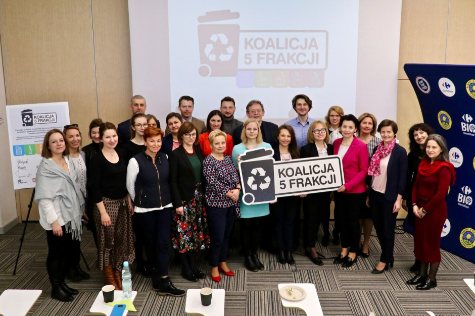 """""""Koalicja 5 frakcji"""" o wyzwaniach systemu gospodarki odpadami: problem leży w domach"""