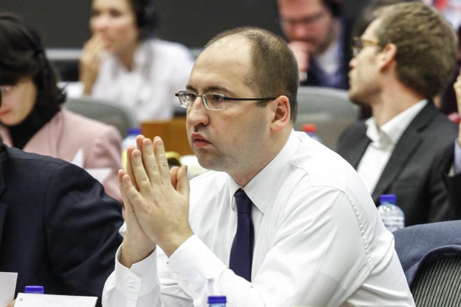 Adam Bielan: czy szef ZNP jest gotów zrezygnować z pensji w kwietniu, tak jak nauczyciele?