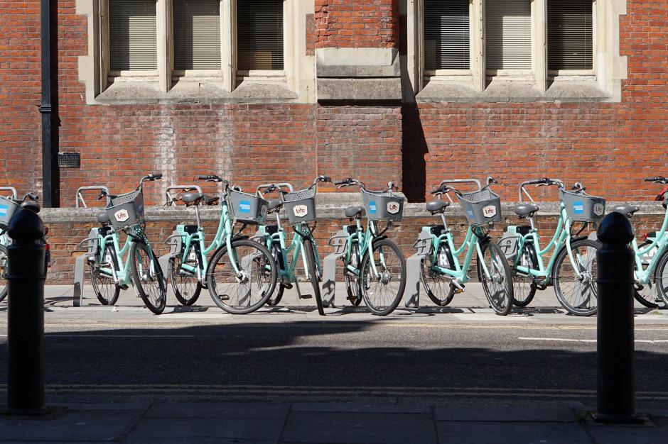 PKP postawiło tysiące stojaków na rowery