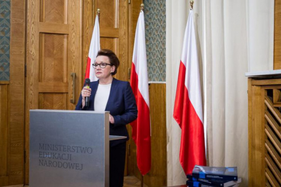Anna Zalewska: Egzaminy ósmoklasistów zgodnie z procedurami. Co z maturami?