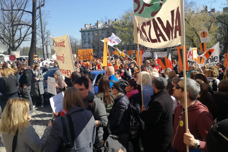 Pikieta pod MEN – będziemy strajkować, aż rząd zmieni zdanie