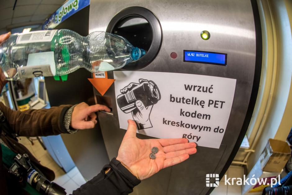 Radny postawił pierwszy w Polsce automat do recyklingu plastikowych butelek