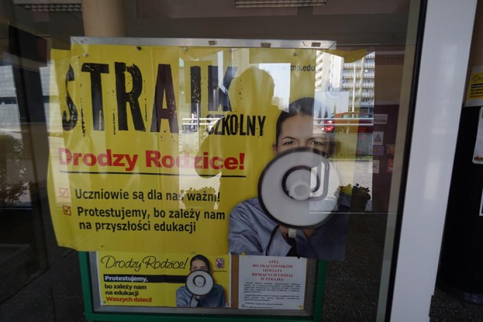 Demonstracja poparcia dla nauczycieli w Kielcach