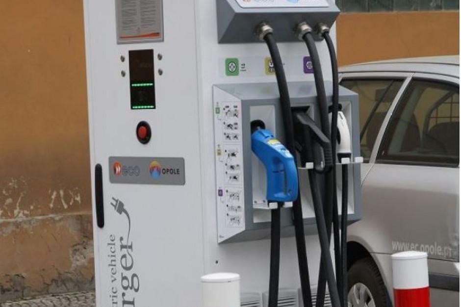 W Polsce jest 646 stacji ładowania elektrycznych samochodów. W jakich regionach najwięcej?