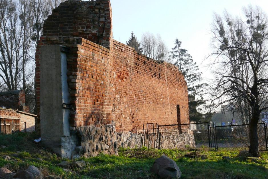 Mury obronne w Pasłęku do remontu