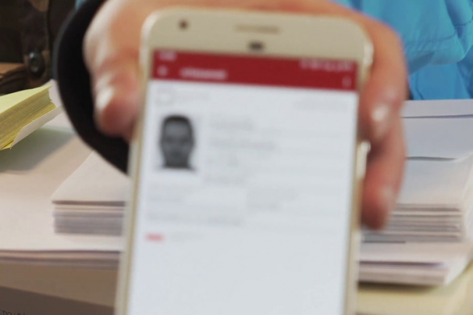 Aplikacja mObywatel pozwoli odebrać na poczcie przesyłkę poleconą