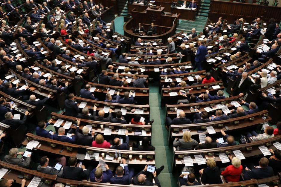 Jutro Sejm zajmie się zmianami dotyczącymi matur oraz rozszerzeniem programu 500 plus