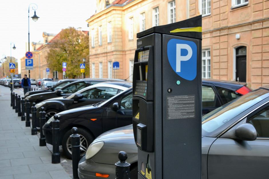Kierowcy muszą się pilnować. Opłaty parkingowe w Warszawie będą kontrolowane elektronicznie