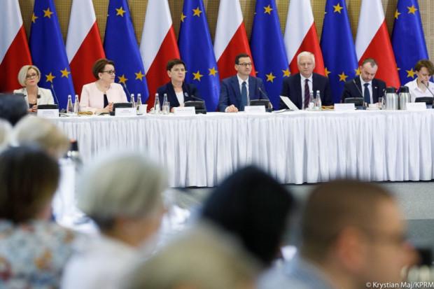 Morawiecki dziękował wszystkim uczestnikom piątkowych obrad (fot. premier.pl)
