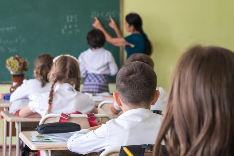 Nauczyciele wynagradzani jak urzędnicy?