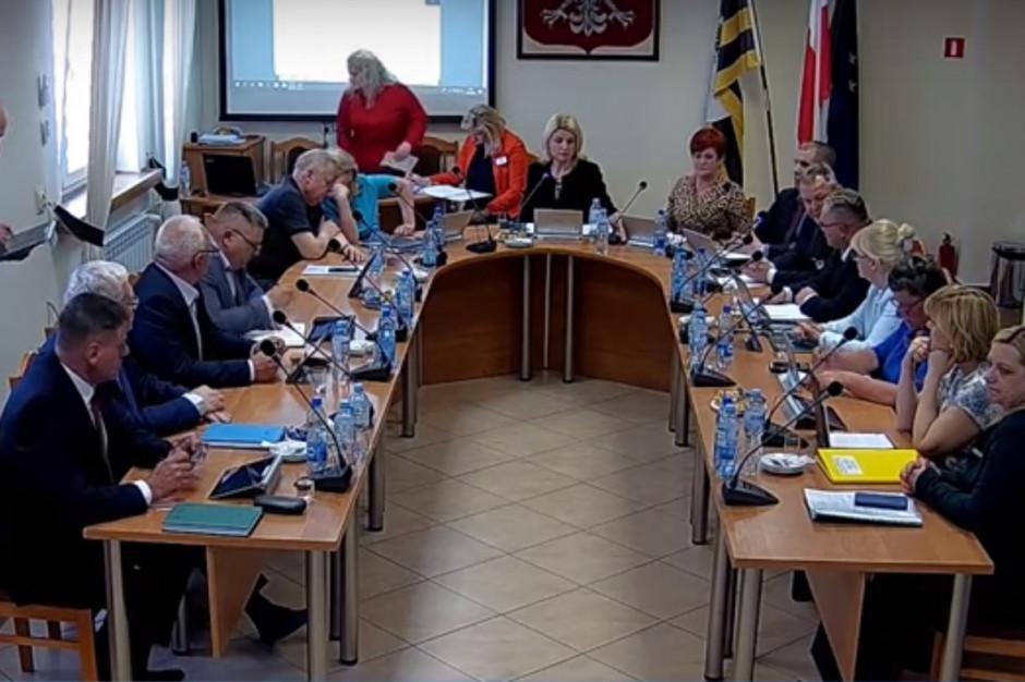 Wulgaryzmy podczas sesji. Jak walczyć ze schamieniem w samorządach?